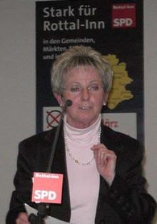 Bezirksrätin Rita Röhrl bei einer Veranstaltung der Rottal-InnSPD